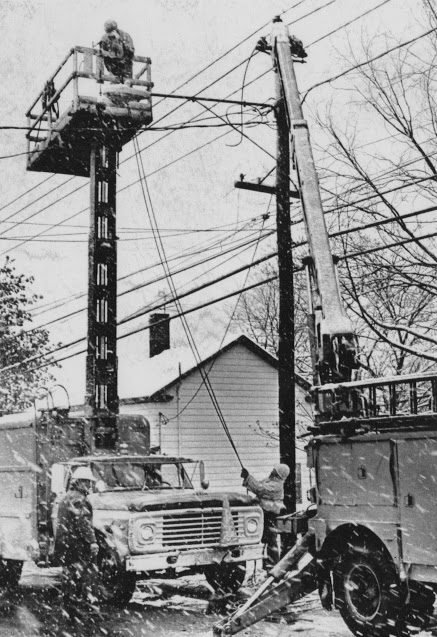 An electric crew in Pittsfield repairs an outage on the morning of May 9, 1977.	—UPI/Globe Archives