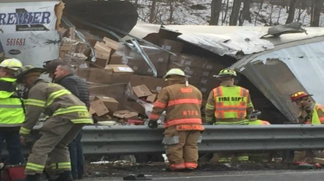 3 killed in highway wreck in northern CT