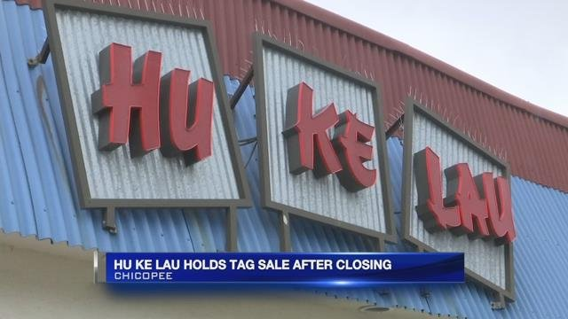 Hu Ke Lau holds tag sale after closing
