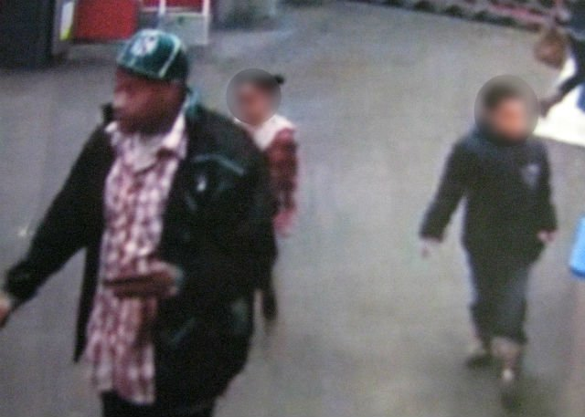 Male suspect with two children. (Hadley Police)