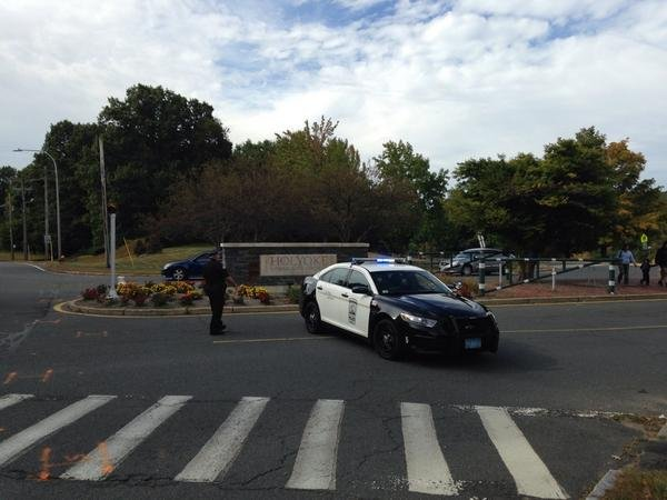 Holyoke police block the entrance to HCC. (Twitter / @BrianSteele22)