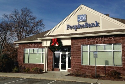 A man with a handgun robbed the People's Bank on Sumner Avenue in Springfield on Thursday morning.